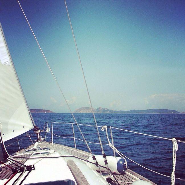 If one does not know to which port one is sailing, no wind is favorable. Nessun vento e' favorevole a chi non conosce verso quale porto veleggia (Seneca) #sailing #vela #barcaavela #mare #ocean #bolina Barche Sailing Sailing Ship