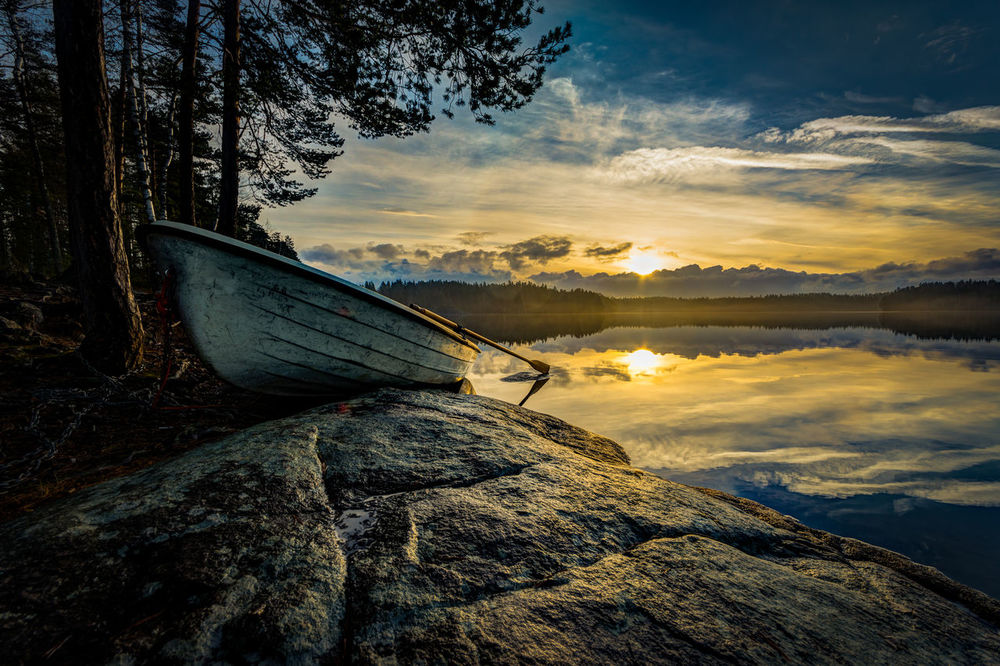 My first steps in the world of EyeEm, very interesting and hope to get inspired! First photo from Säärijärvi lake, Espoo where the soft November sunlight was hitting the tranquil lake creating a beautiful scene Cloud - Sky Cloudscape Dramatic Sky Finland Finnish Lake Lake Landscape Moody Sky Outdoors Sky Sunrise Tranquil Scene Tranquility First Eyeem Photo