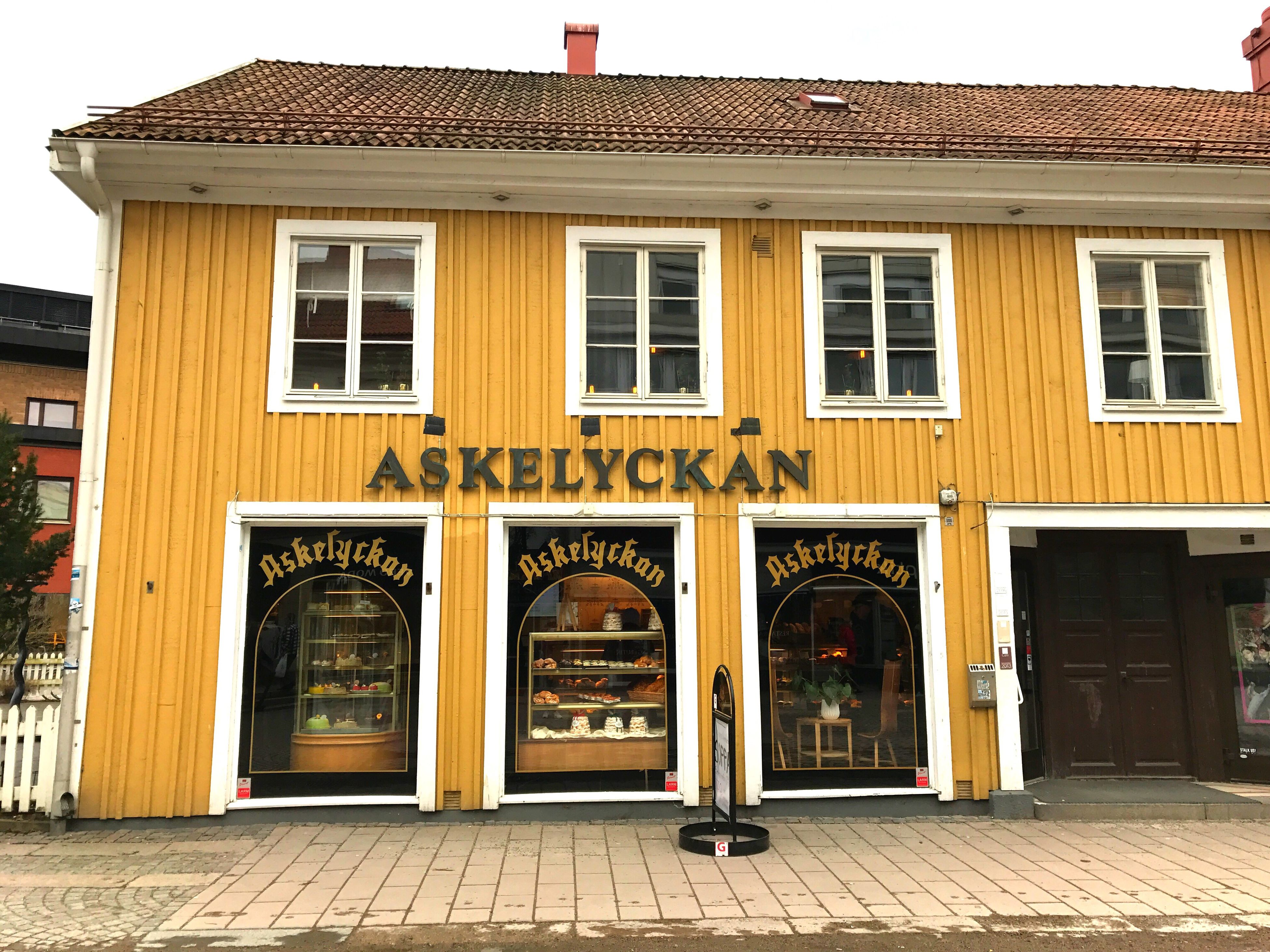 building exterior, architecture, built structure, window, no people, history, facade, outdoors, yellow, day