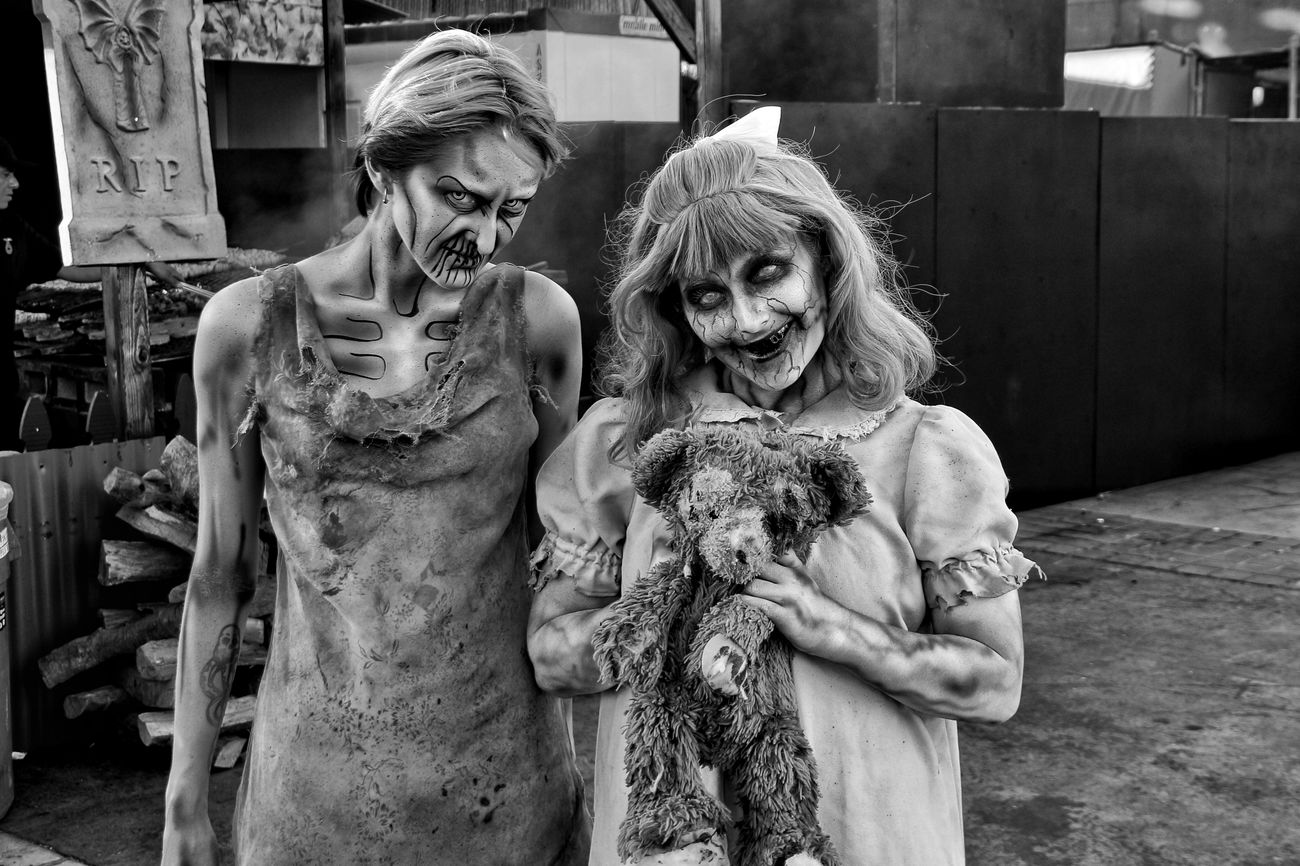 Queen Mary Dark Harbor Zombie fest Zombiegirl  Zombieland Zombie Time Halloween2016 Zombiewalk  Halloween Horrors Halloween Costumes Zombieapocalypse Zombie Makeup Zombiewalk  Halloween EyeEm Blackandwhite Photography Black&white Women Two People