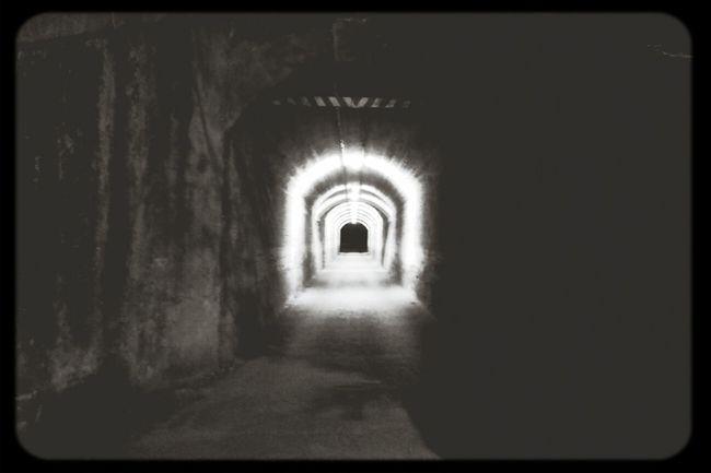 Il.luminat hi es, només s'ha de voler pasar Tunel Blackandwhite Reflections Nightphotography
