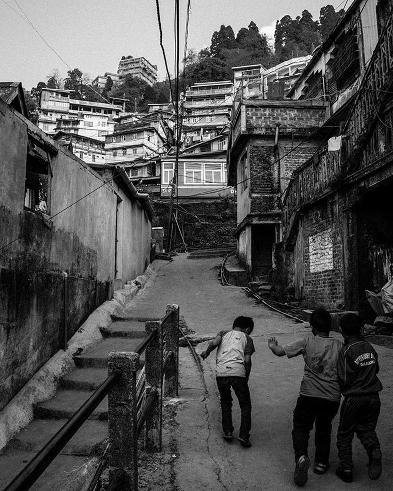 Kids playing at streets of Darjeeling . . . . Jj_streetphotography Moodygrams Highcontrast Foto_blackwhite Amateurs_bnw Bnw_planet Bnw_rose Bnw Travel Bnw_moscow Bnw_india Travelingram Natgeotravel Lonelyplanetindia Ig_india Ig_bengals OnlyinIndia IndiaLove Natgeo Betterphotography Onlyinbengal Indiaphotoproject _oye _soi Indiastreet indiaig mypixeldiary photooftheday