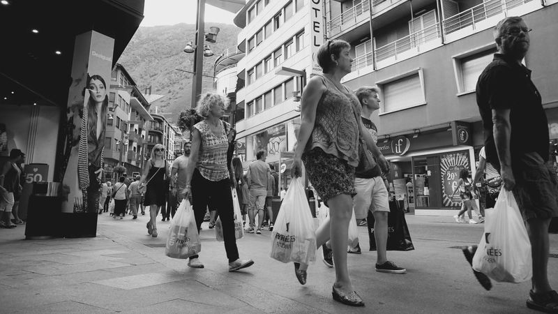 Shopping ! City City Life Group Of People Men Person Street Street Photography Street Scene Streetphoto_bw Streetphotography