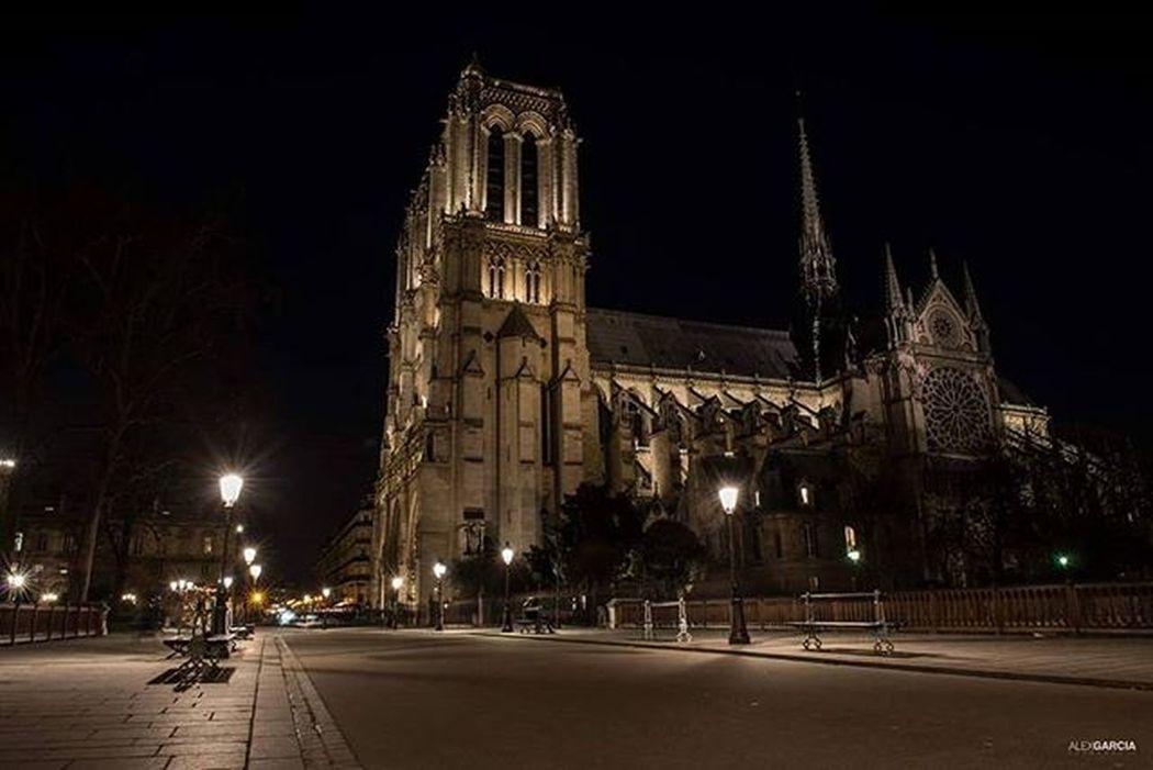 Paris263 Alexgarciafotografia 263photo 263photos NiceShot Parisfrance Igrsparis Igersparis Catedralnotredame Cathedralenotredamedeparis Streetphotography