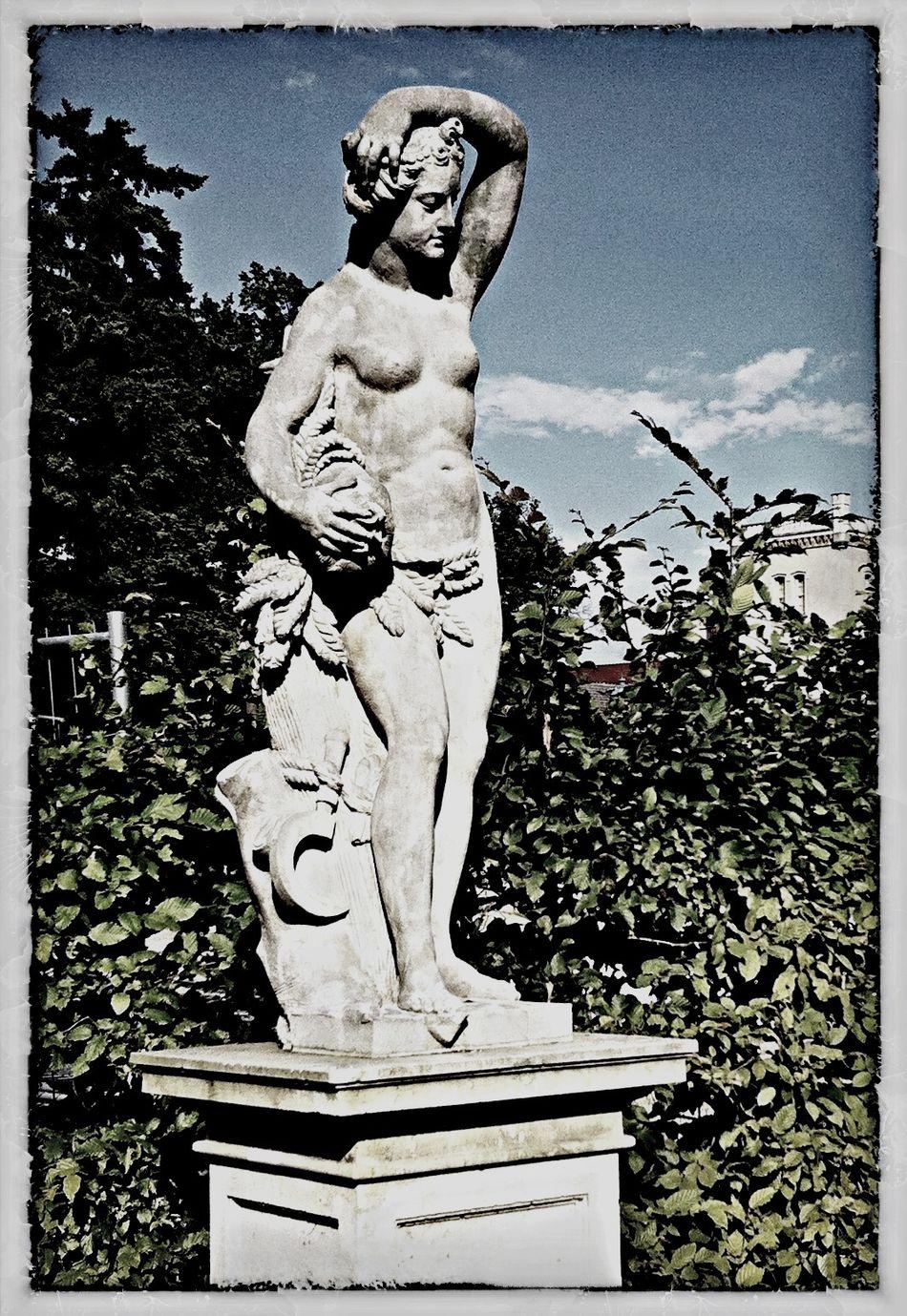 Parkweg Skulptur Schlosspark Black & White