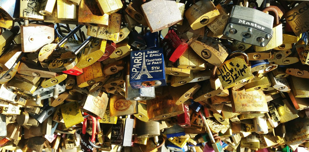 Paris 💛 Padlock's Bridge Lovers Alliance Promises  Dream Popular Photos EyeEm Best Shots OpenEdit Pont Des Arts Pont Des Amours EyeEm Gallery Eyemphotography First Eyeem Photo EyeEm Best Edits