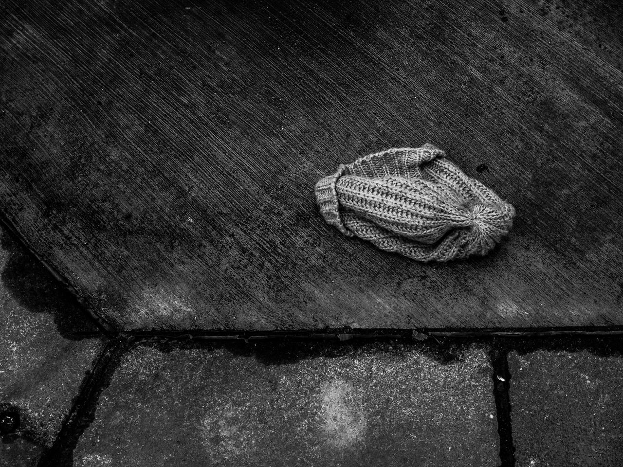 Lost wollen winter hat. Hat Hat On Pavement Lost Hat Lost Winter Hat Lost Wollen Hat No People Still Life Winter Hat Winterhat On Pavement
