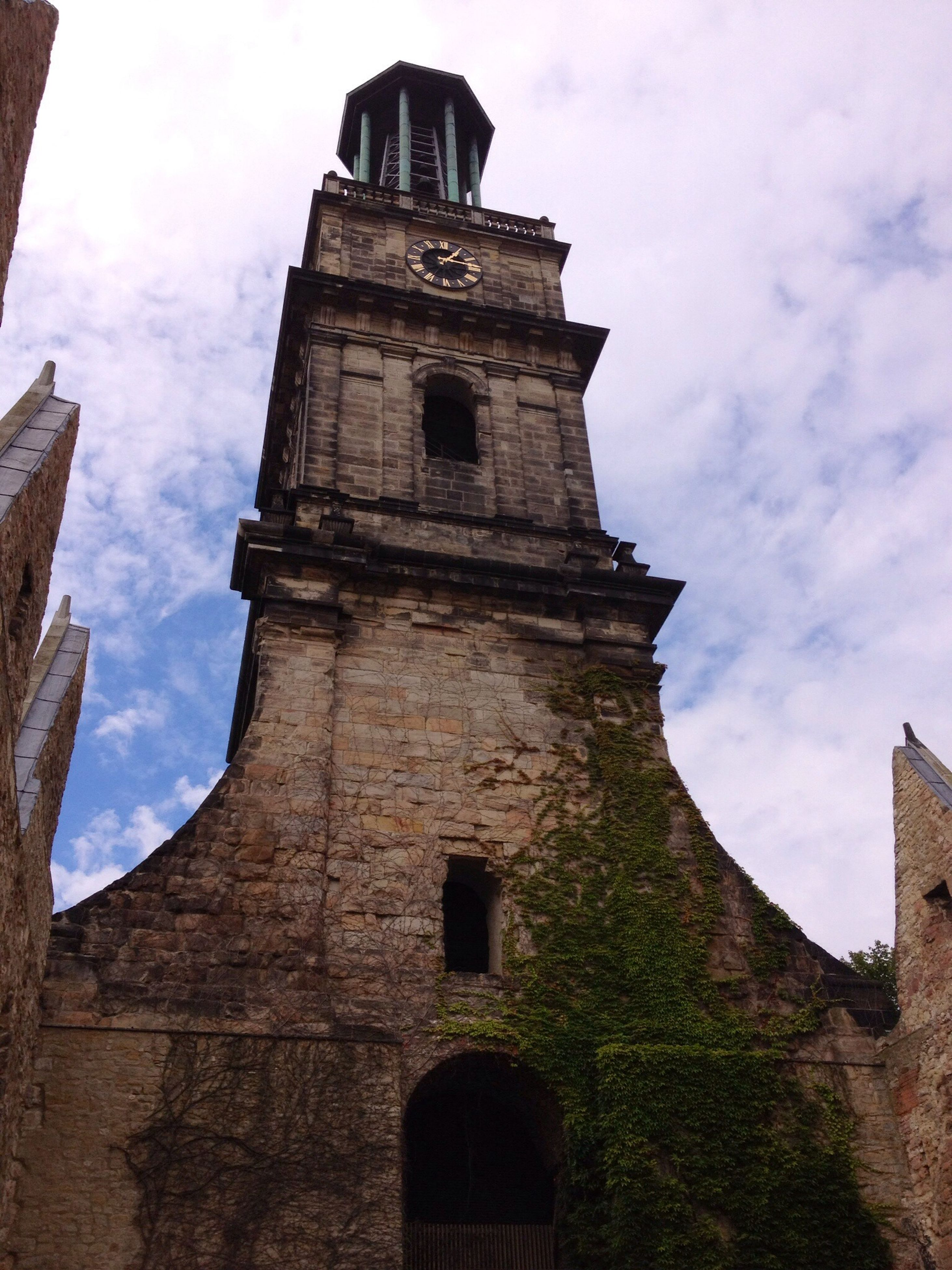 architecture, built structure, building exterior, low angle view, sky, history, cloud - sky, old, tower, the past, religion, famous place, arch, church, travel destinations, cloudy, cloud, clock tower, travel