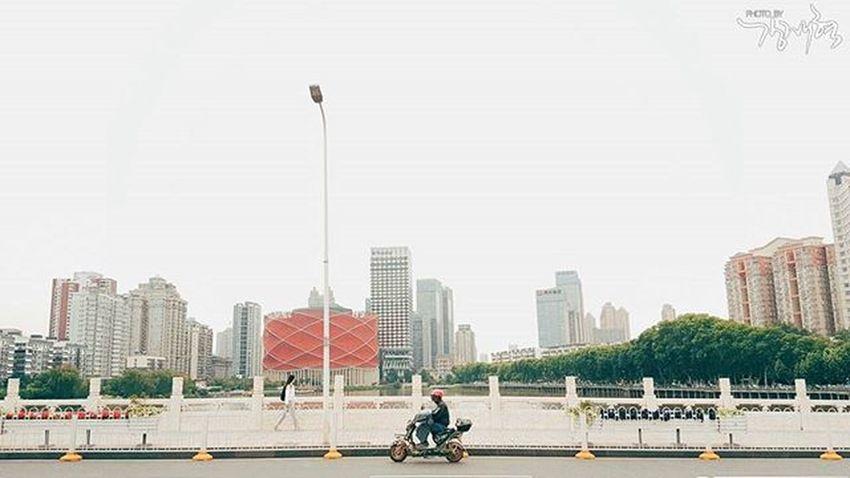 2016.05.15 일상 산책 배달부 감성사진 내가찍음 스냅사진 스냅 포토 포토그라피 Snap Photography Photo VSCO . . . 중국 中国 武汉 삼성 스마트폰 갤럭시노트5 Samsung Galaxynote5 Note5 폰카