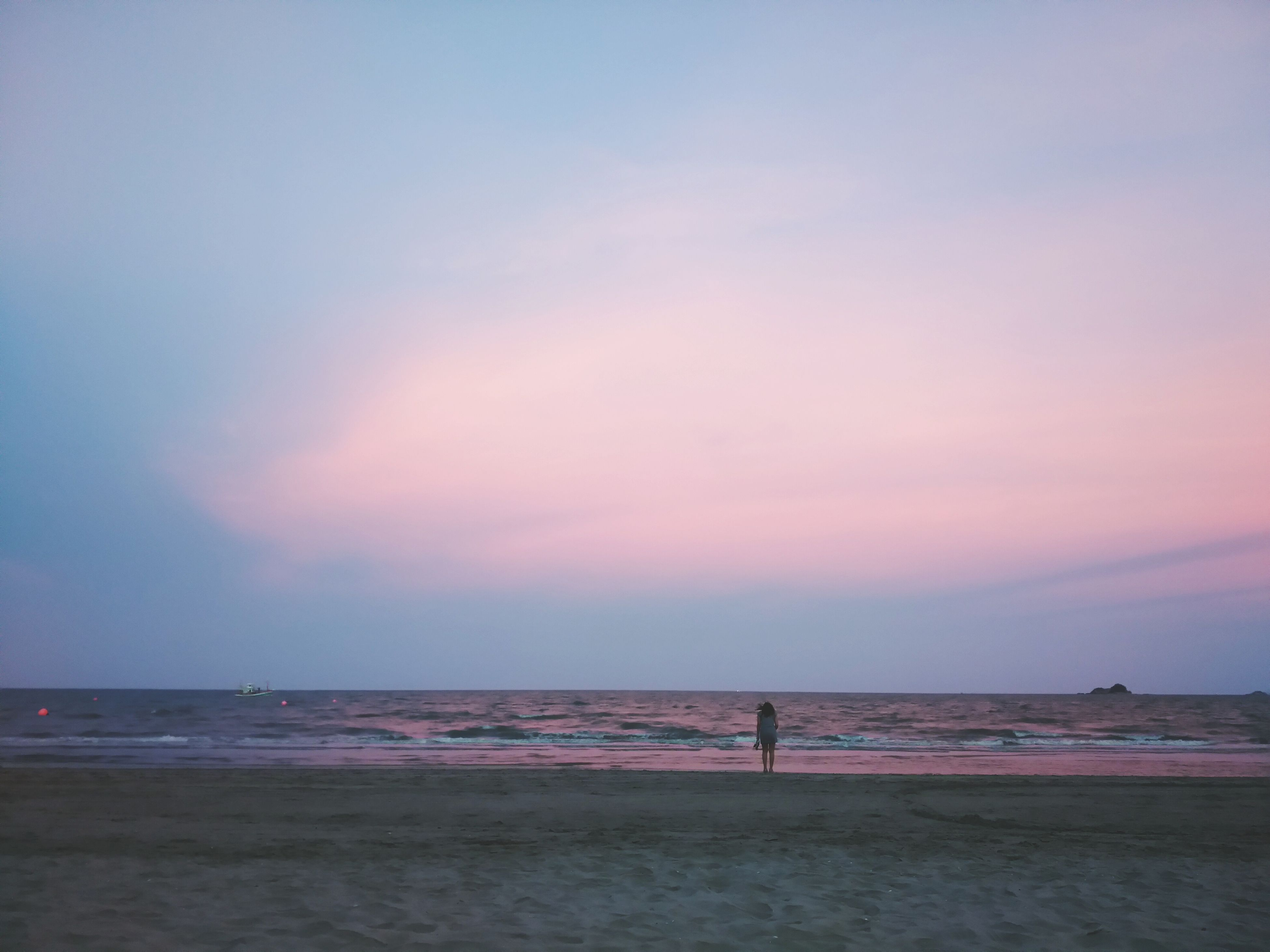sea, horizon over water, beach, water, sky, sunset, scenics, shore, tranquil scene, beauty in nature, tranquility, leisure activity, nature, idyllic, lifestyles, cloud - sky, silhouette, sand, vacations