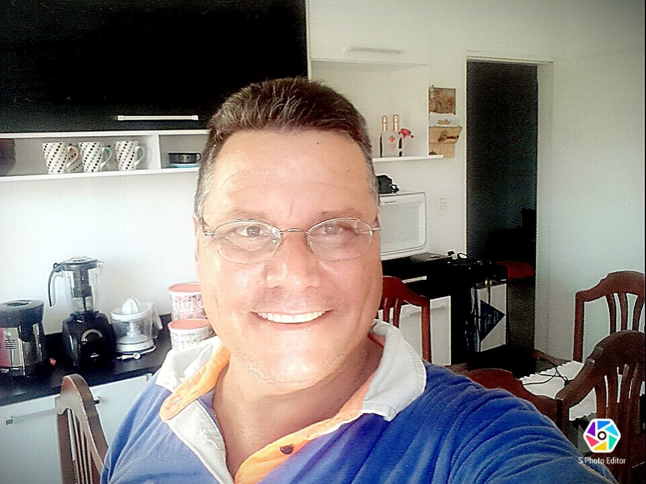 Ser simples é ser feliz Only Men Mature Adult One Man Only One Person Adults Only Headshot Eyeglasses  Looking At Camera One Mature Man Only Portrait Front View Real People Indoors  Adult People Eyesight Human Body Part Day ser simples é ser feliz Felucca Boat. Pimenta First Eyeem Photo