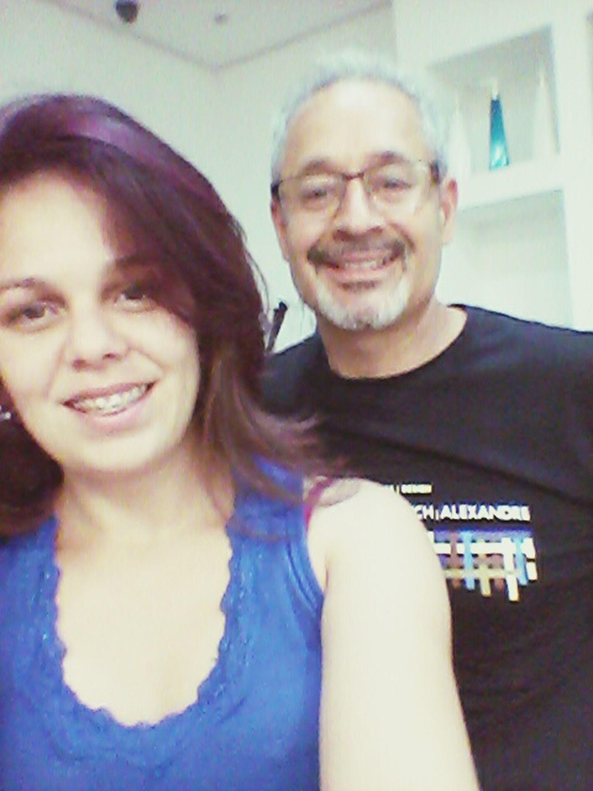 Encarei um cabelo curto ... e colorido ... roxo... lilas e vermelho... Walter Enrique