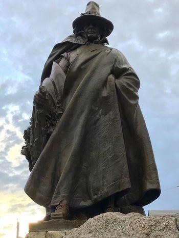 Salem Rogerconant Statue