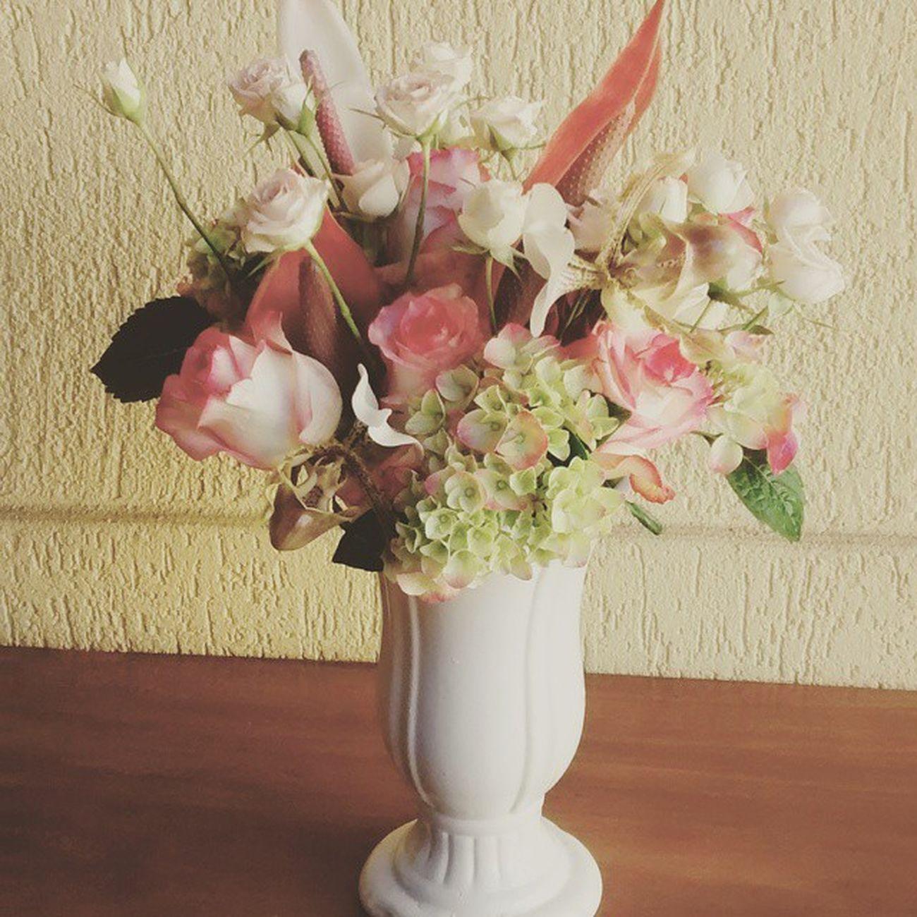 Bom dia flor do dia!!! Arranjo para noiva!! Arranjodeflores Decoracaopersonalizada Decoracaodecasamento WeddingFlowers Weddingdecor Bride