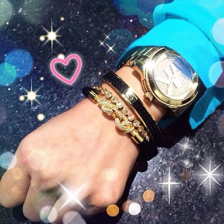 Loving my Gold Accessories MK Michaelkors Watch Swarovski Goldenshadowtennisbracelet Intervallegaluchatpatternbanglethin Iloveswarovski Swarovskiaddict Goldandblack