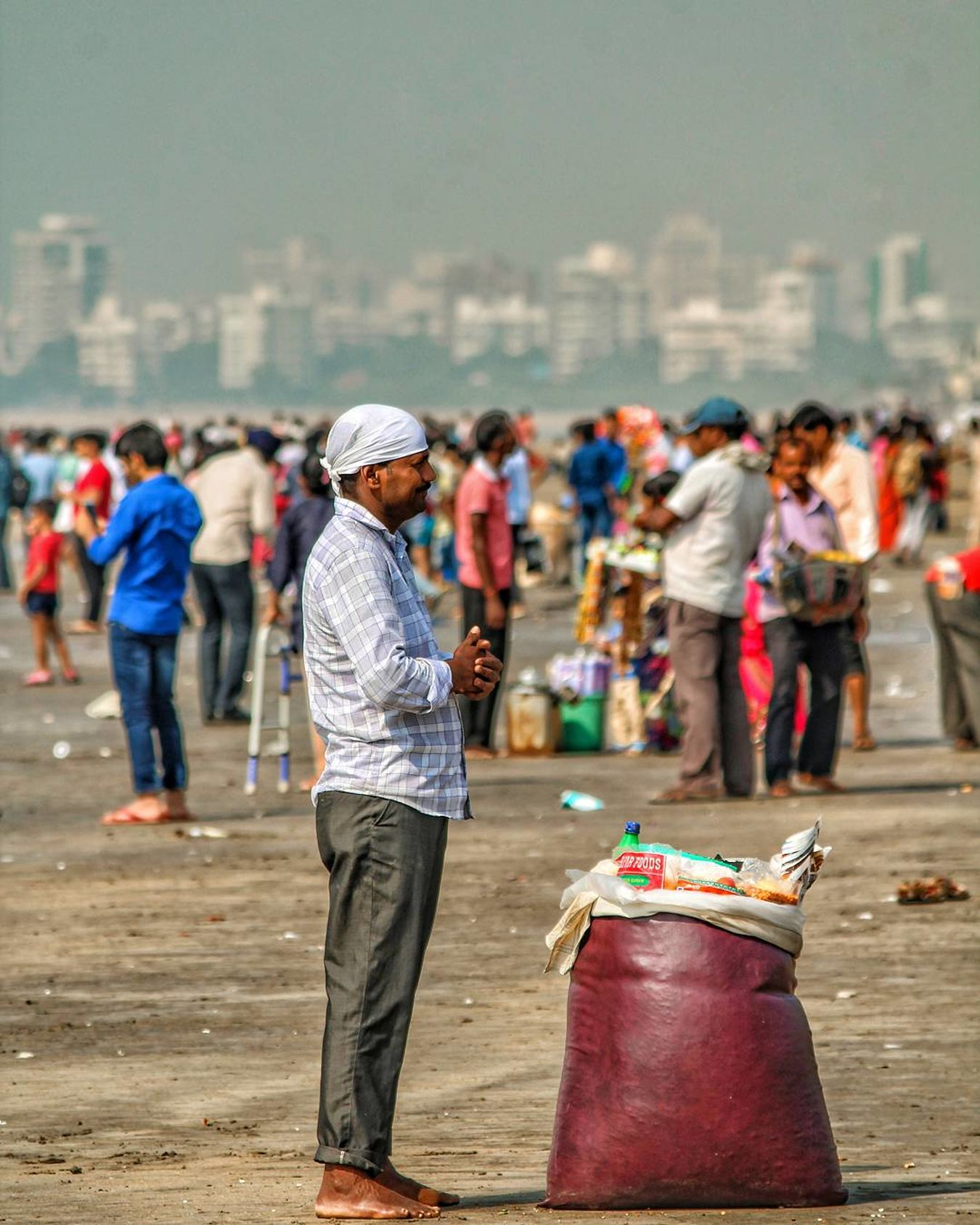 #beach #portrait #India #vendor #streetphotography Focus On Foreground Rear View Adults Only People Adult Full Length Outdoors Men Real People Only Men City Day first eyeem photo