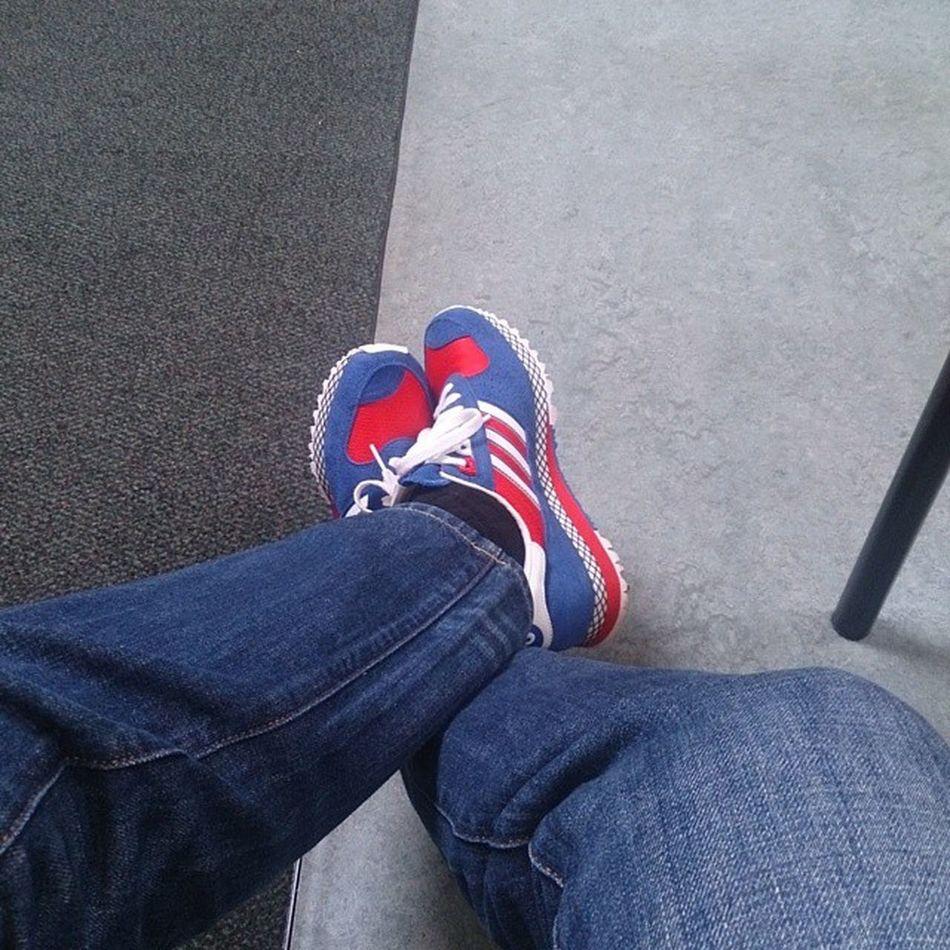 Waiting for some BackCracking Gyropractors Ramon085 Adidasoriginals25thanniversary Adidascitymarathon Thebrandwiththethreestripes Trefoilonmyfeet