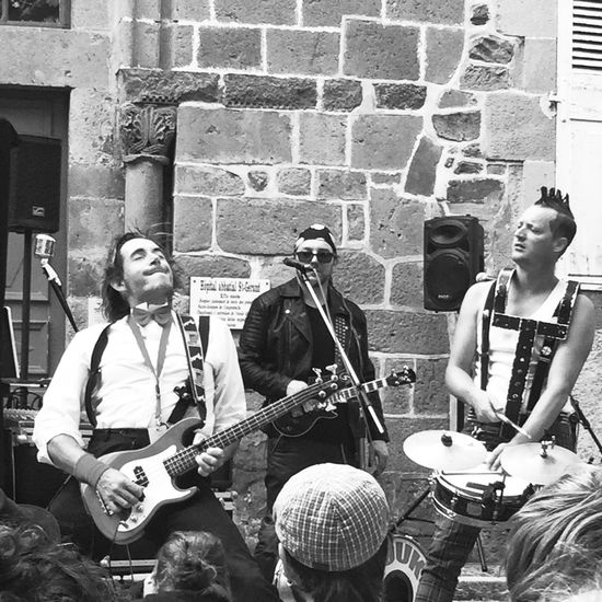 Arts de la rue Black And White Photography Black And White Collection  Bnw_friday_eyeemchallenge Music AMPt_community Streetphoto_bw Shootermag_france