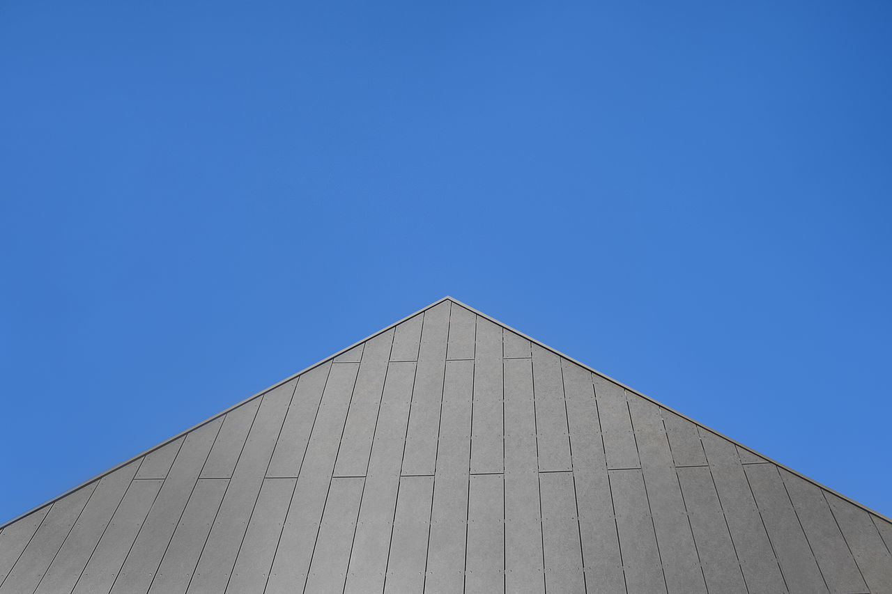 Minimalistic Smart Home, Modern Architecture, Plenty Of Space For Copy, Roof Detail, Triangle Shape And Bright Blue Clear Sky Architecture Architecture Architecture_collection Bright Blue Building Exterior Clear Sky Clear Sky Construction Copy Space Minimal Minimalism Minimalist Minimalist Architecture Minimalist Photography  Modern Modern Architecture Outdoors Roof Roofs Smart Smart Home Triangle Triangle Construction Pattern