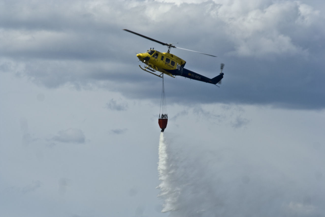 Helicoptero Helicopters Scenic Landscapes Mountain Landscape Nature Natur Fire Helicopter Fire Tranportation