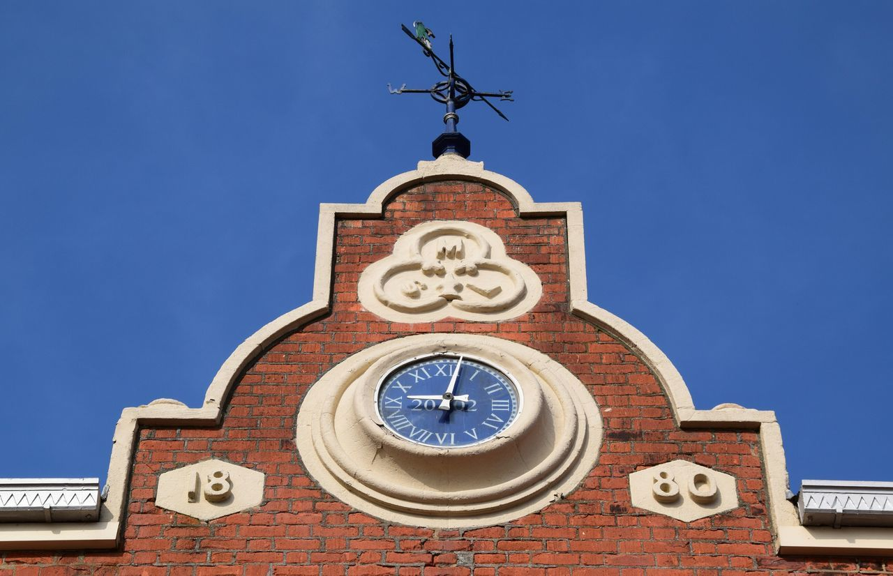 Building Architecture Clock Weather Vane Sky Hull City Of Culture 2017 Hull 2017 East Yorkshire British Rail Ticket Office