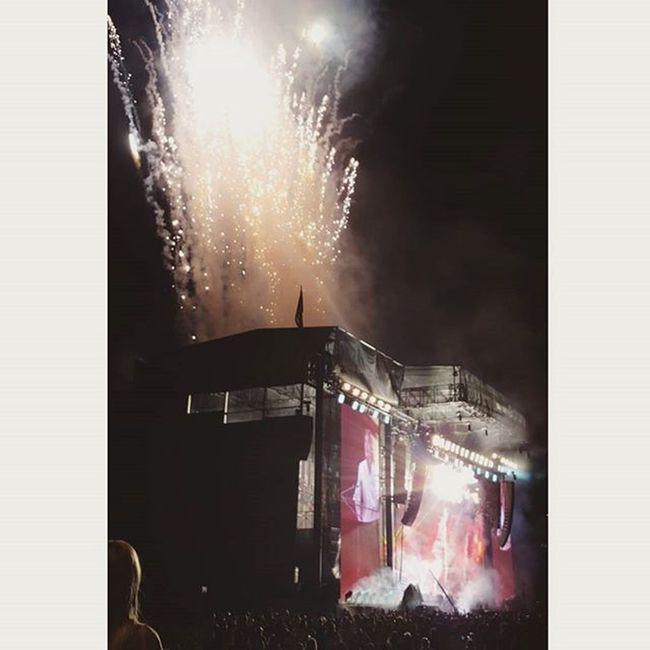 TBT  to last Fridaynight when Sirpaulmccartney showed up and showed out at day 1 of Lollapalooza2015 MUSICICON Samsungownerslounge Musicfestival Live Stupiddope Festivalseason Concert