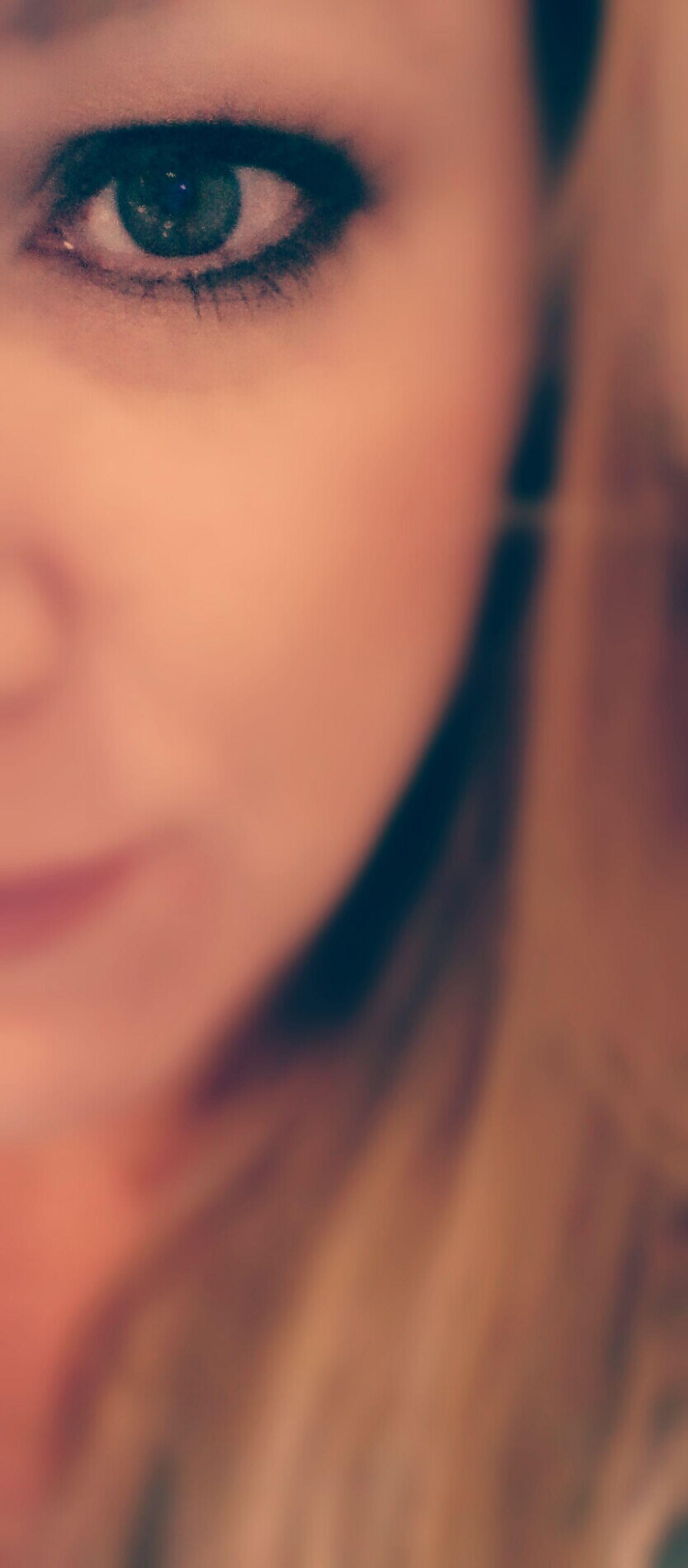 Behind These Hazel Eyes ... Its Me . Hi!