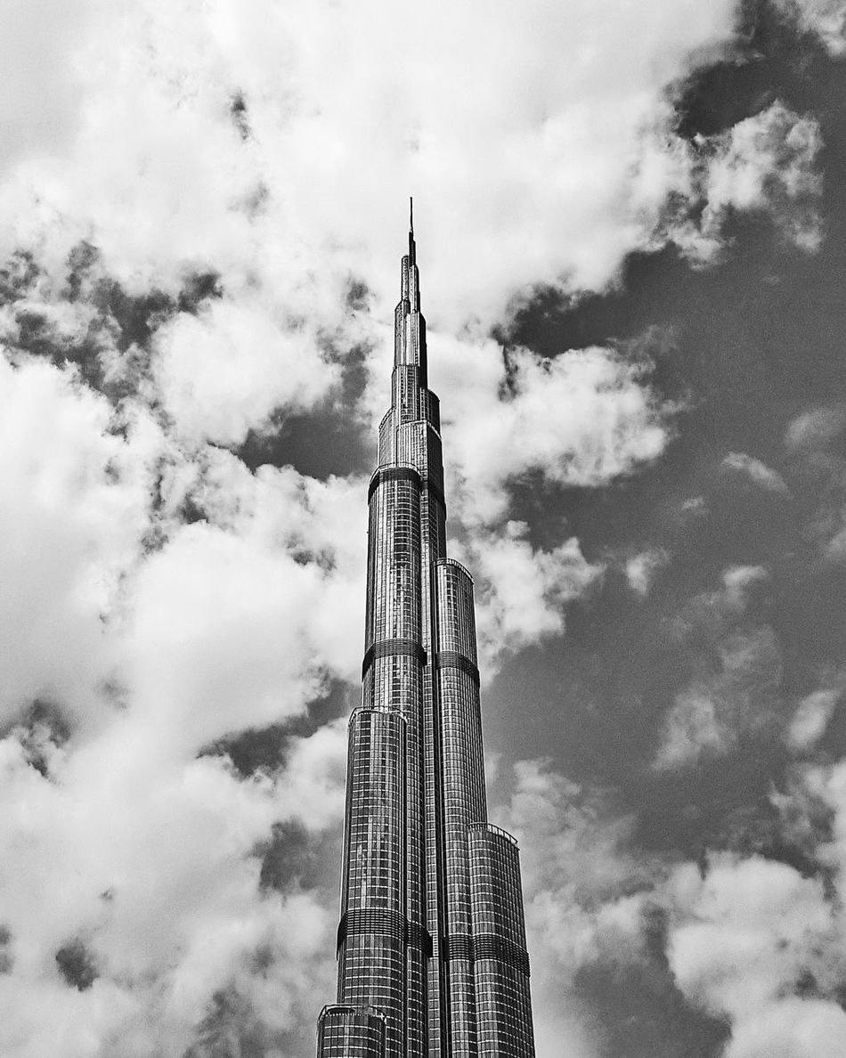 Cloud - Sky Low Angle View EyeEmNewHere Dubai Dxblife Full Frame Travel Destinations Architecture DXB Eyeemphoto Monochrome Photography Black And White Photography EyeEm Best Edits EyeEm Best Shots Burjkhalifa