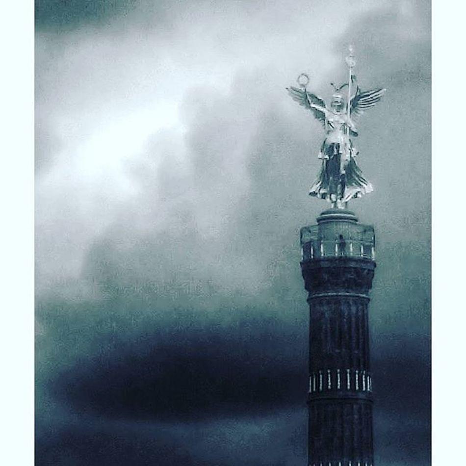 Anioł W Chmurach Berlin Siegessäule  Victorycolumn Germany