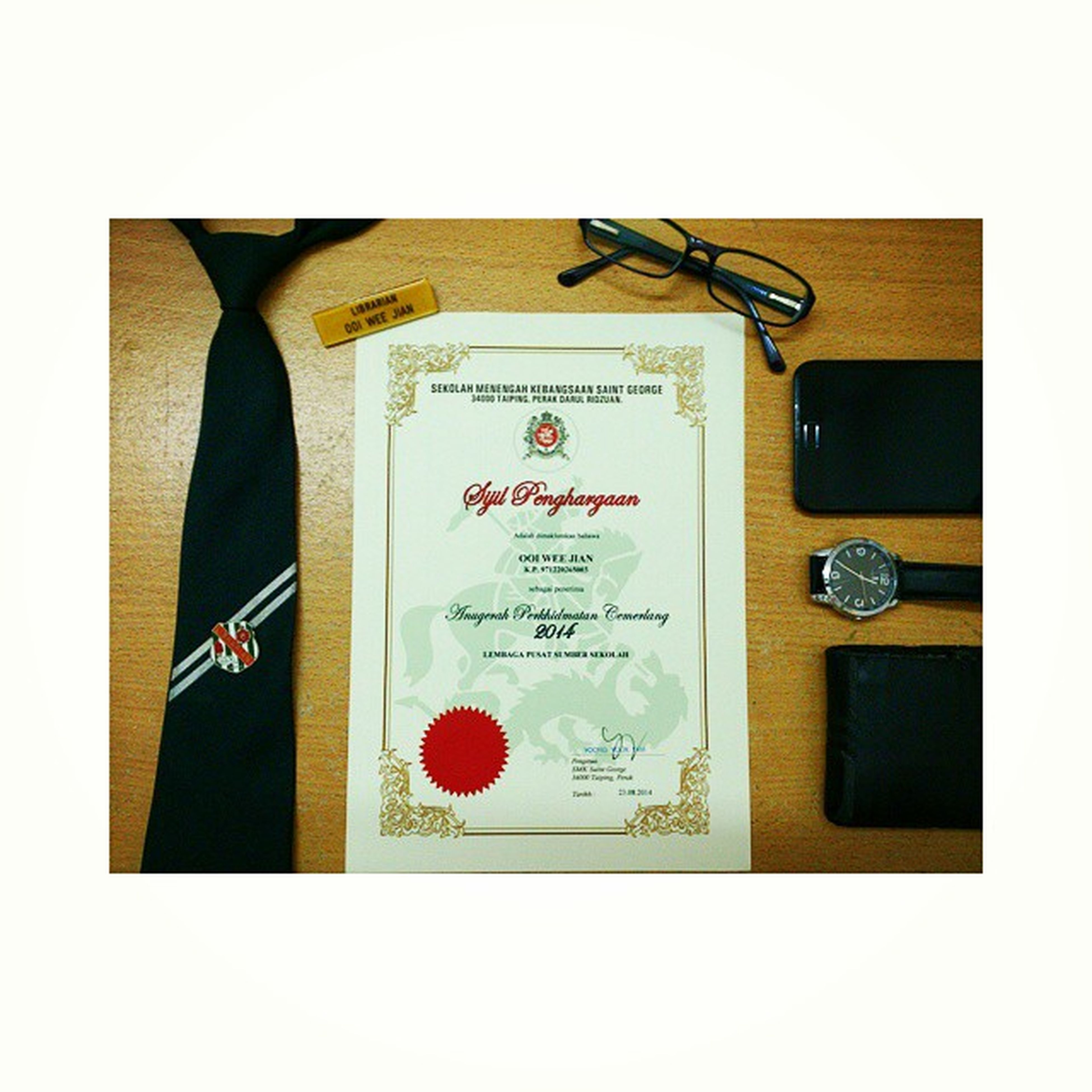 Time passes so fast. I've been working as Librarian for five years and finally received a 'Sijil Penghargaan' 😊 HariKokurikulum AnugerahPerkhidmatanCemerlang