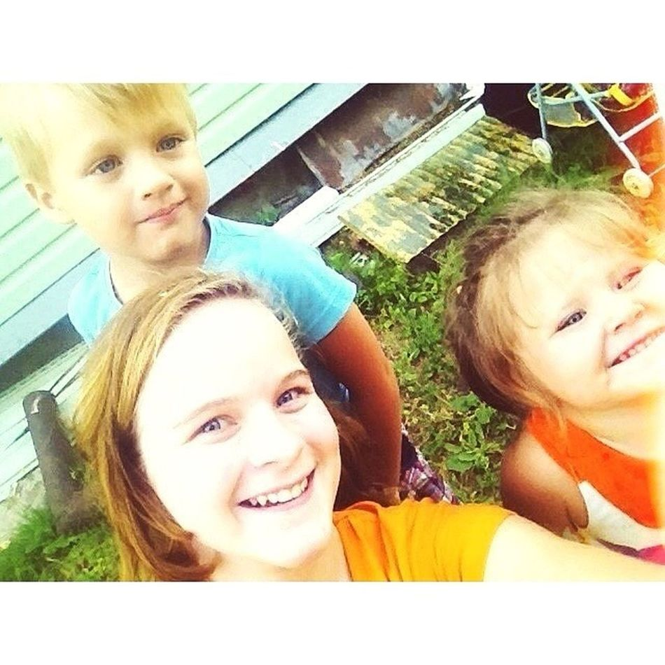 Моя любимая компания :3 ах да, давайте, соболезнуйте мне, ведь это так модно не любить детей! В таком случае я тоже ребенок, которому недавно исполнилось 13! Вот такая я немодная! Отписывайтесь! дети Children Selfie Selfierussia селфи smile summer girl