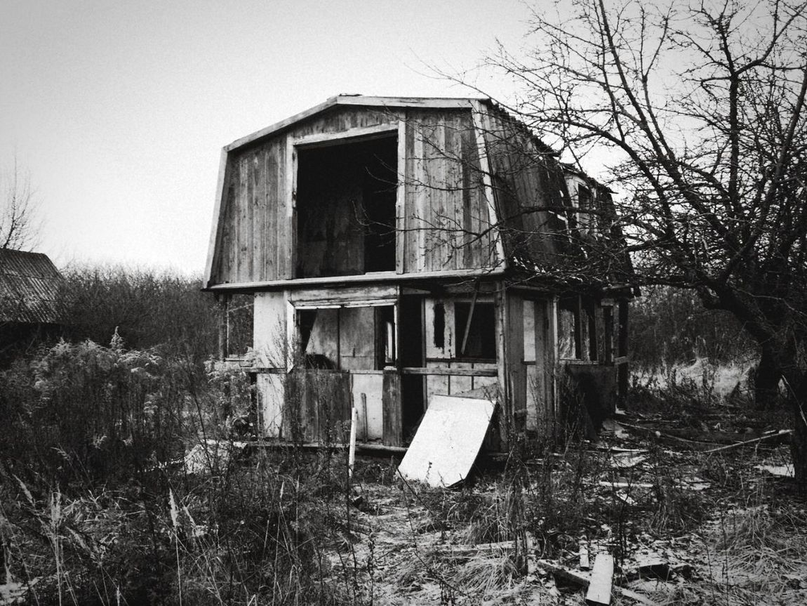 Built Structure No People Outdoors Scary House Destroyed Buildings Destroyed Demolition Russia Leaving Home Apocalypse Scary Places Scary Home Russia The Great Outdoors - 2017 EyeEm Awards The Street Photographer - 2017 EyeEm Awards Lost Places Lost Place Place Of Heart