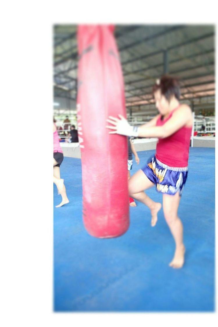 alternate knee training Muay Thai
