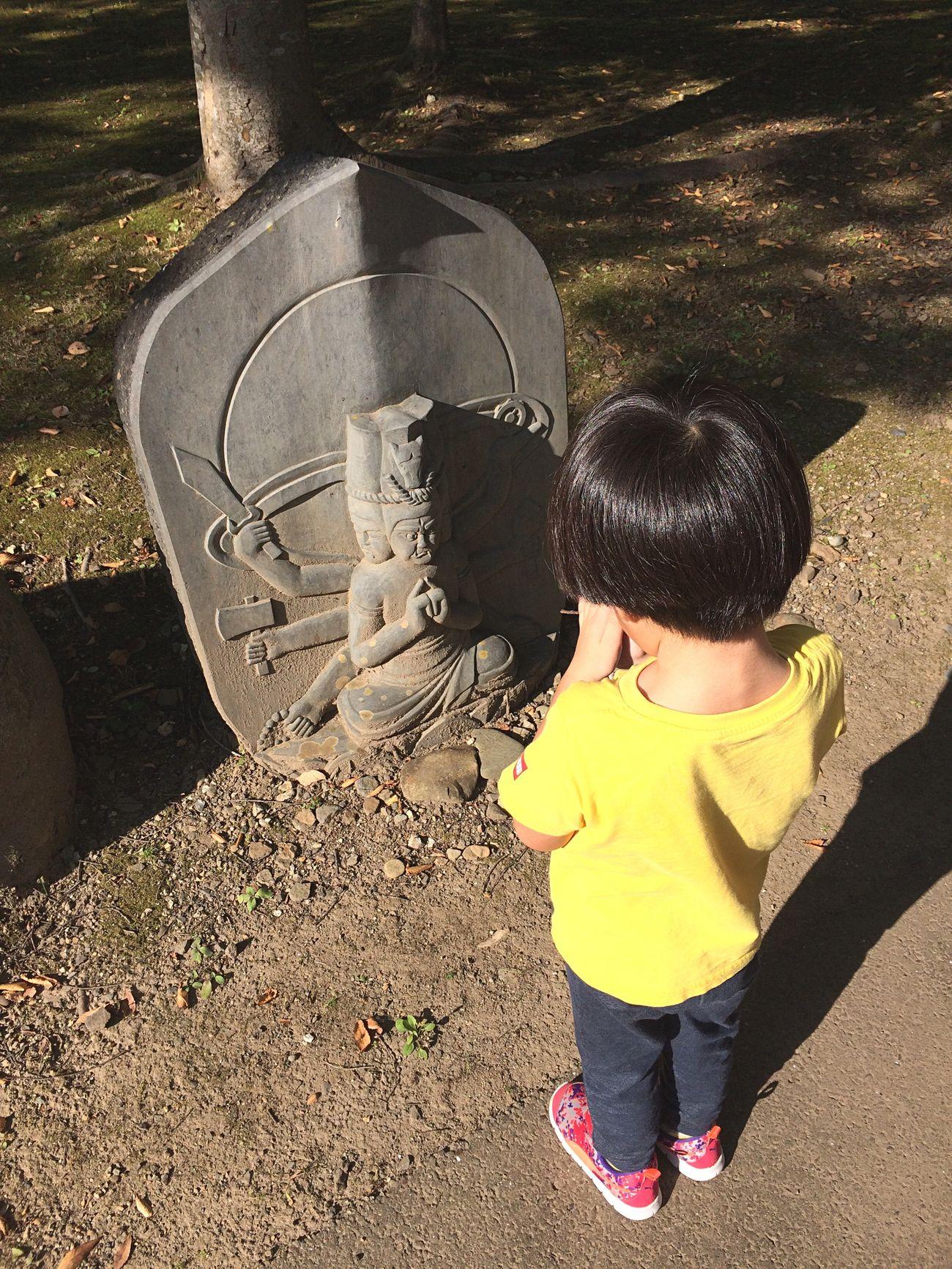 Pray or play Guardian Child Praying Miyagi Peasefull Melancholy
