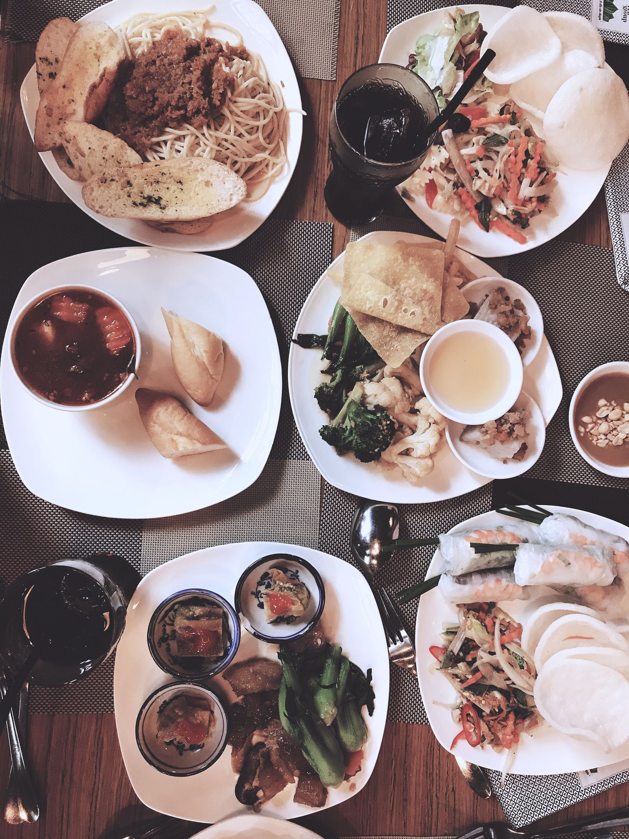 Food And Drink IPhone Hoang Yen Restaurant Friends Lunch Time! Viet Nam
