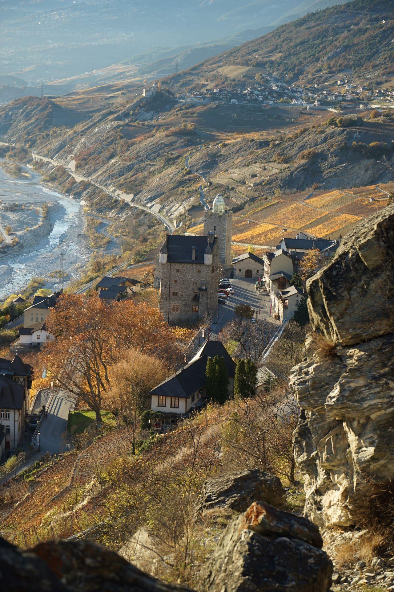 Architecture Leuk-Stadt Leuk Burg Castle Schloss Schweiz Switzerland Wallis Herbst Herbststimmung Berge Mountains