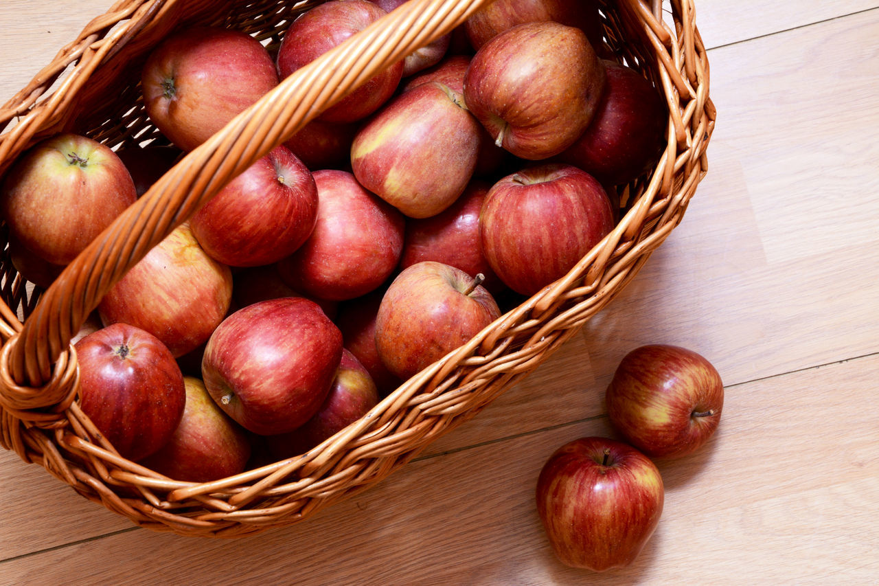 Basket Close-up Day Food Food And Drink Freshness Healthy Eating High Angle View Indoors  No People Red Apple Red Apple Fruit Red Apples Table Top Top Perspective Top View Wooden Basket