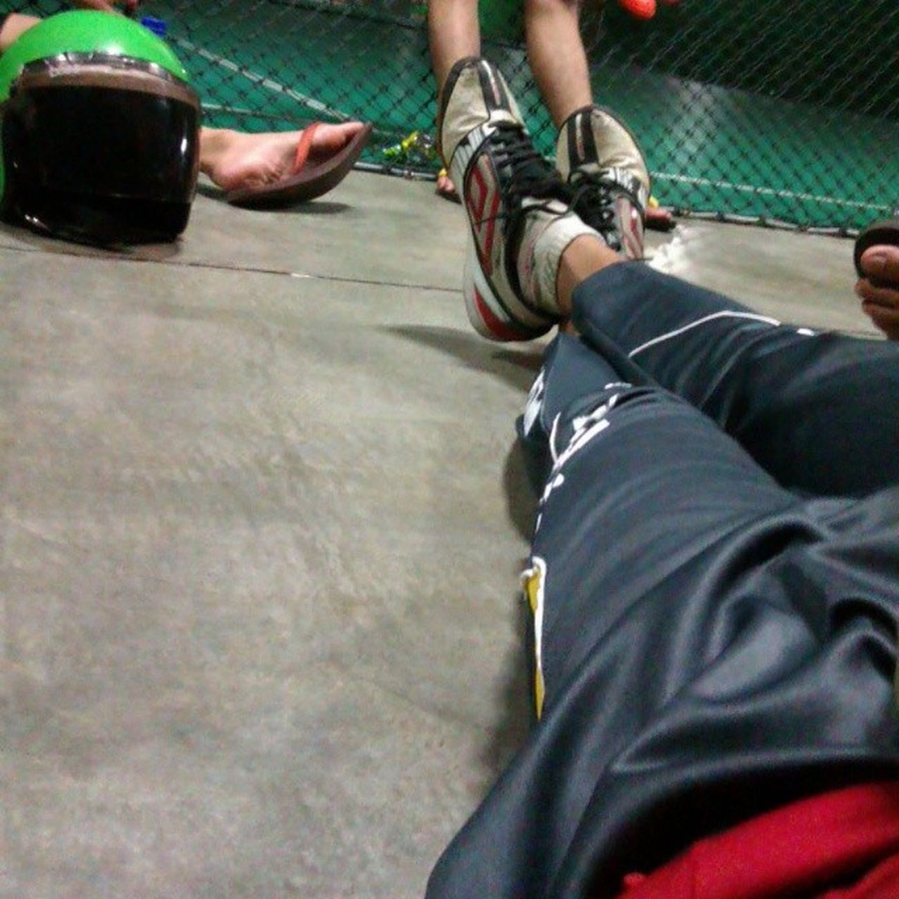 Penat men futsal ~ lepak court jea pown Court Futsal Umbro Challenger owhyeah