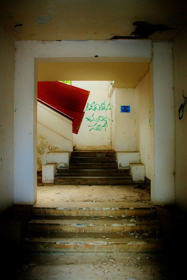 Cityscapes Empty Places Squat Stairs Entry Graffiti Doors Dirty Houses Destroyed Buildings Streetphotography
