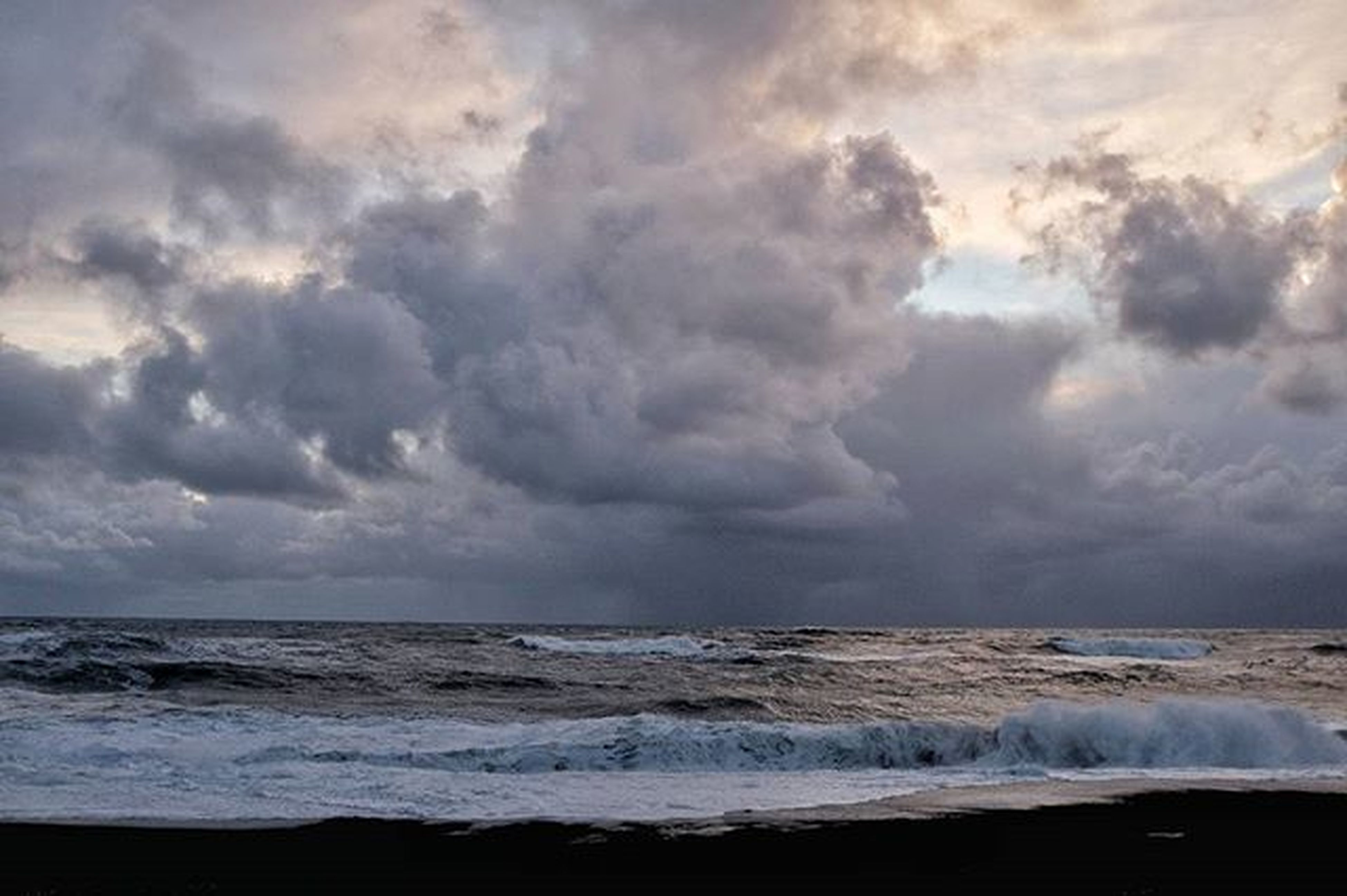 sea, horizon over water, sky, water, scenics, beauty in nature, cloud - sky, tranquil scene, beach, cloudy, tranquility, wave, nature, weather, shore, surf, overcast, storm cloud, idyllic, cloud