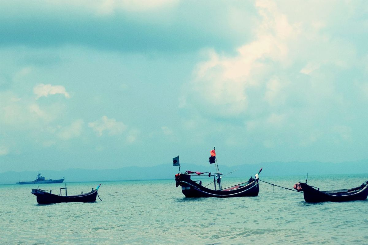 Nautical Vessel Transportation Cloud - Sky Fisherman Outdoors Nature Sea Horizon Over Water Sky Scenics Day Adult Beauty In Nature People Place Of Heart Live For The Story Bay Of Bengal Bangladesh Saintmartinisland Out Of The Box Travel Destinations Vacations The Great Outdoors - 2017 EyeEm Awards Full Length