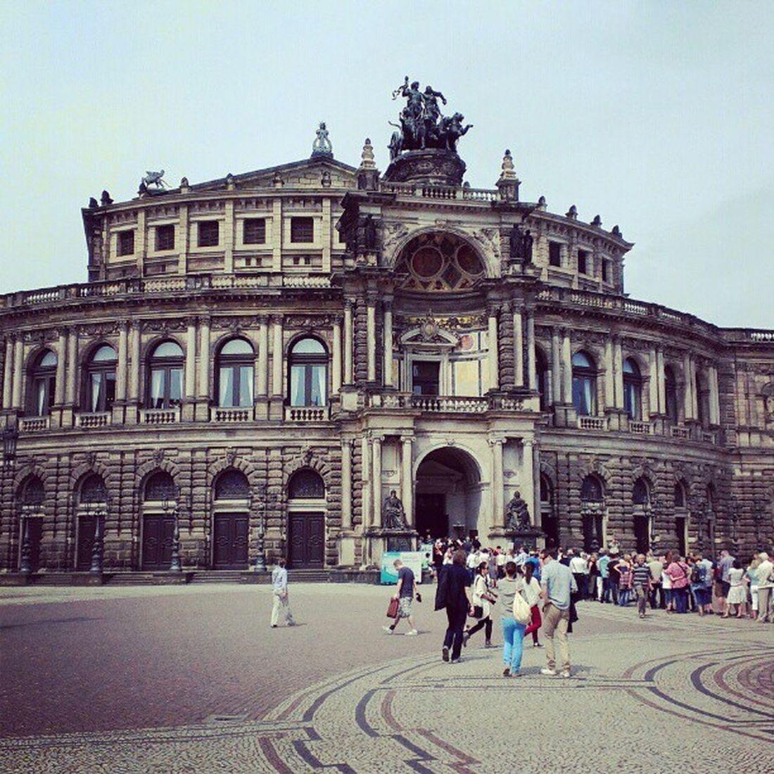 What an infamous copy of the Frankfurter Alte Oper! ;-) #SemperOper Semperoper
