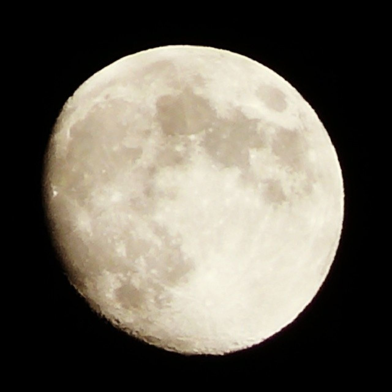 night, moon, planetary moon, astronomy, moon surface, circle, beauty in nature, nature, no people, scenics, tranquility, close-up, space exploration, space, outdoors, sky, illuminated