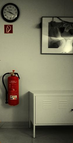 Indoors  Red Rot Feuerlöscher, Farbakzent