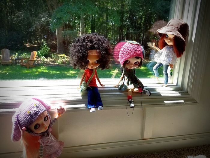 Bella & Crew! 🙄 💗 Blythe Blythe Doll Adventure Time Nature Different Perspective Crew Hanging Out Blue River Wellness Charleston SC Blythe Adventures First Eyeem Photo Photography Photo Shoot Photoshoot