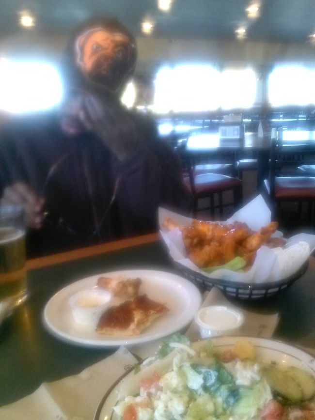 Wheeeew! these hot wings r HOT!!! Eatingafter paying bills all day! Yummy Pizza