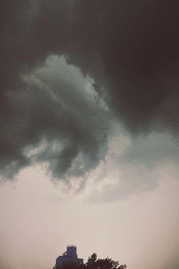Ominous sky. Cloud Porn Thunderstorm Rainy Days Brooklyn