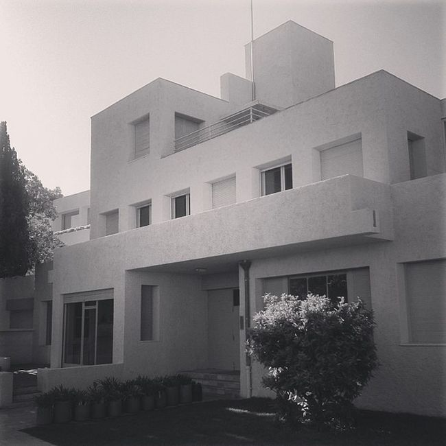 The Villa Noailles, a modern house built in 1923 by Mallet-Stevens, one of the first of it's kind in France. #architecture Architecture