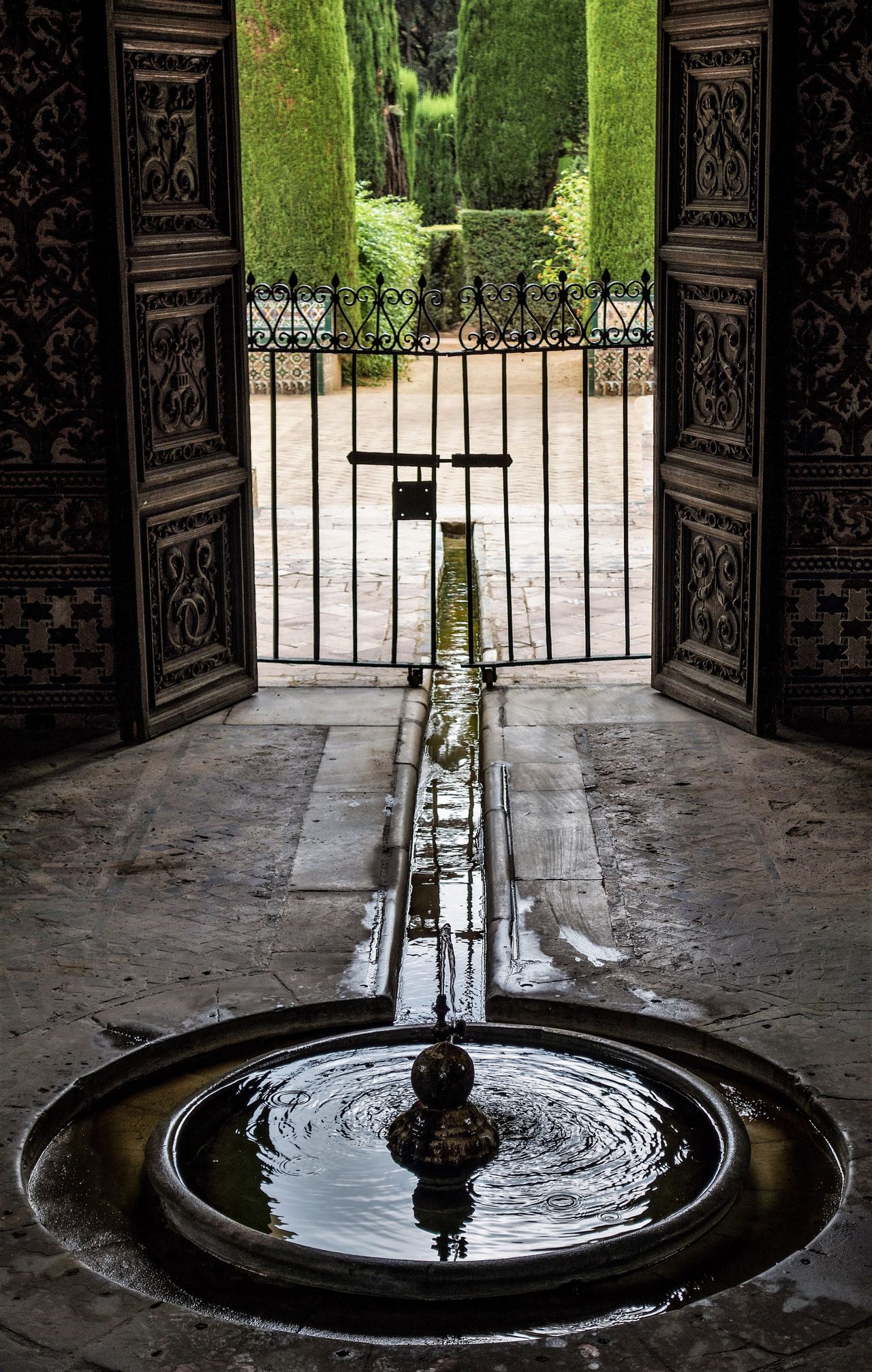 Water Fountain No People Architecture Tranquility Tranquil Alcazar De Seville Alcazar History Travel SPAIN España🇪🇸 EyeEmNewHere Sevilla Seville Moorish Architecture Moorish Travel Destinations Basin Contemplative Meditative Meditation Place Meditation Peaceful Garden
