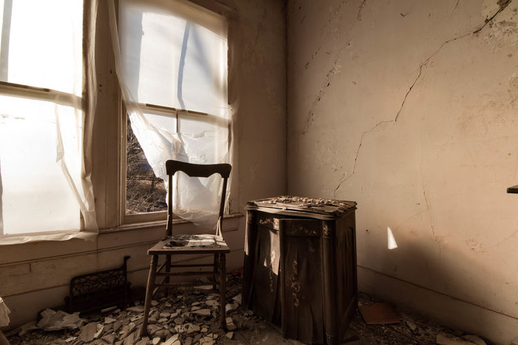 Abandoned hotel turned artist studio Window Sunlight Bad Condition Weathered Abandoned Old-fashioned Architecture EyeEm_abandonment Forgotten Places  Eyeem Abandonment Demolitionbyneglect Abandoned & Derelict Abandoned Places Decay Architecture_collection Urban Exploration Canon7d  Architecture